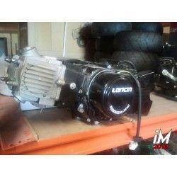 Motor 4 tiempos 125 cm3 2 valvulas, 4 velocidades. Arranque pedal